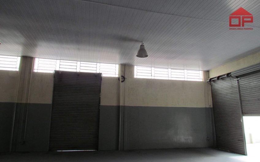 Casa e Salão Comercial